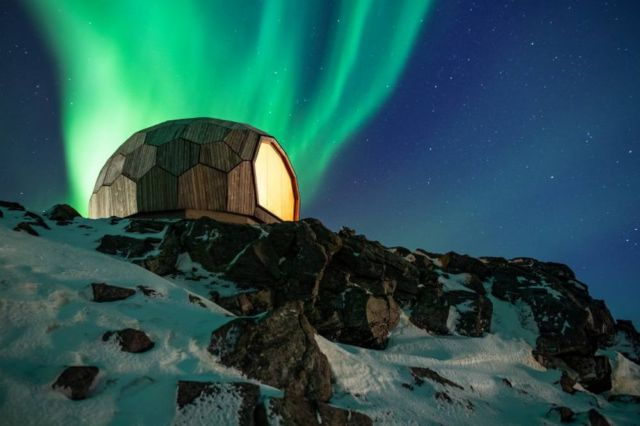 A Timber Hiking Cabin for the Arctic Circle (6)