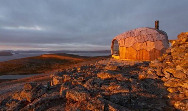 A Timber Hiking Cabin for the Arctic Circle (5)