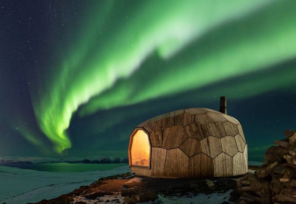 A Timber Hiking Cabin for the Arctic Circle