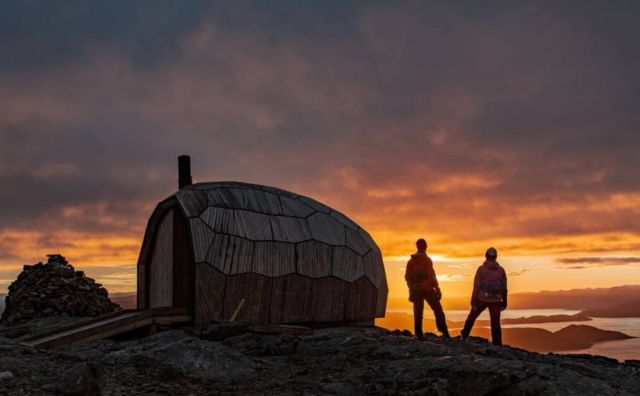 A Timber Hiking Cabin for the Arctic Circle (2)