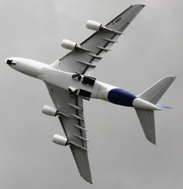Airbus A380 superjumbo (2)