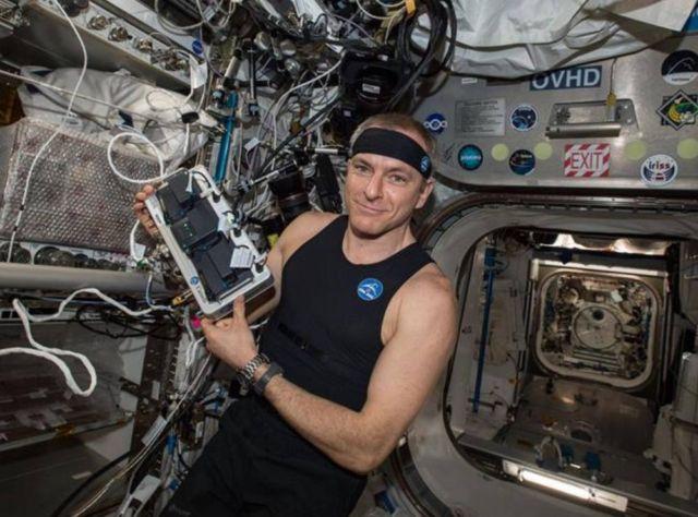 Bio-Monitor Tracks Astronauts' Vital Signs