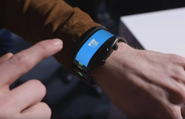 Nubia Alpha bendable smartwatch