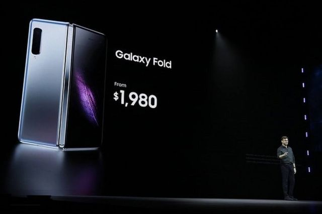 Samsung's $2,000 Galaxy Fold (2)