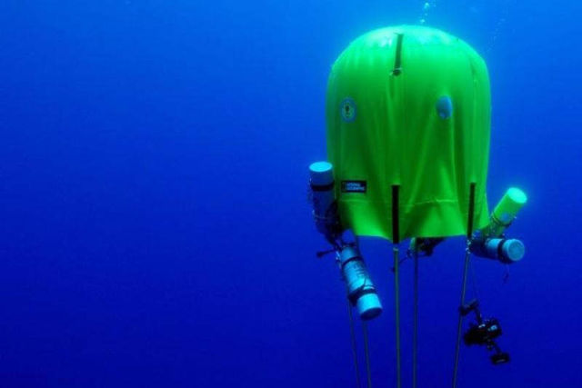 Underwater Air-Filled Tent lets Scuba Divers Camp