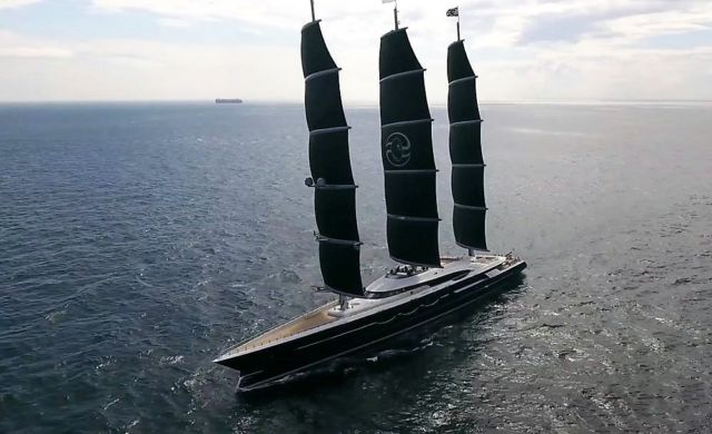 Behind the scenes of the Black Pearl 106m SY