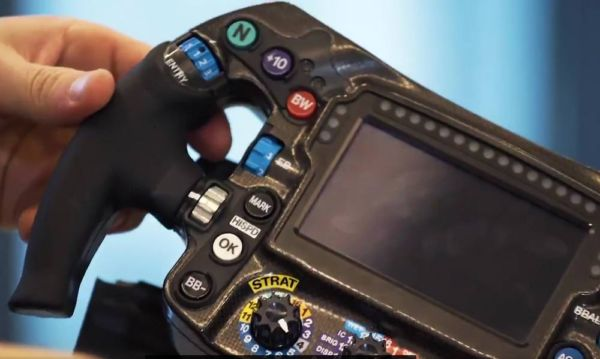 How does a Formula 1 steering wheel work (4)