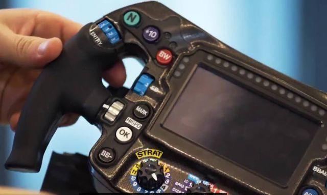 How does a Formula 1 steering wheel work