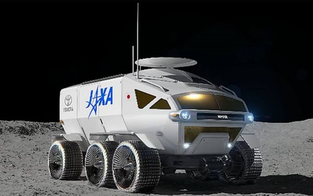 Lunar Rover for long-range Moon exploration