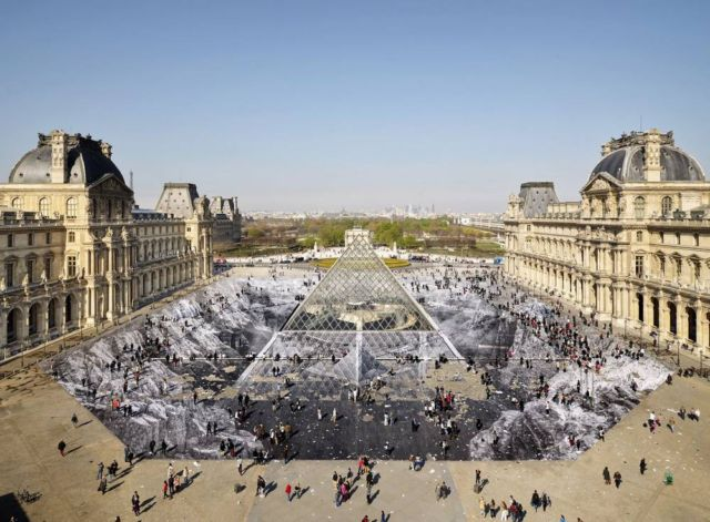 Optical Illusion for the Louvre Pyramid's 30th Anniversary