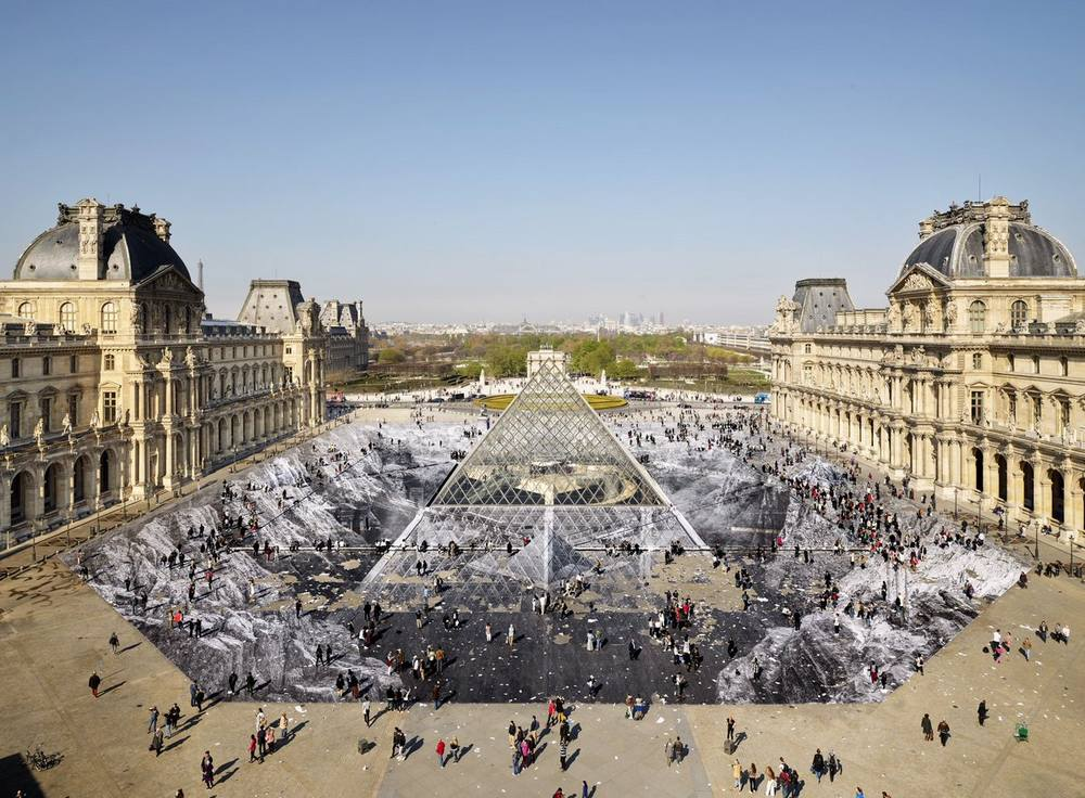 A stunning Optical Illusion for the Louvre Pyramid's 30th Anniversary
