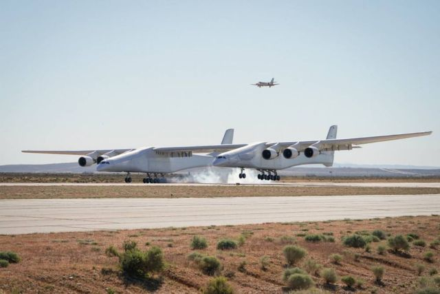 Maiden flight of World's Largest Plane (3)