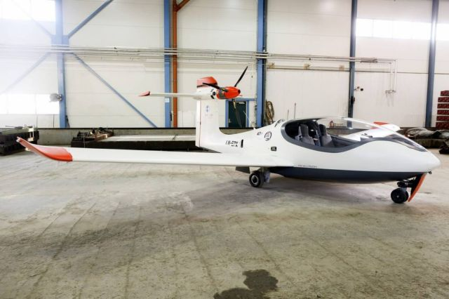 P2 Xcursion Amphibious hybrid aircraft First flight (7)