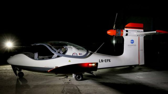 P2 Xcursion Amphibious hybrid aircraft First flight (5)