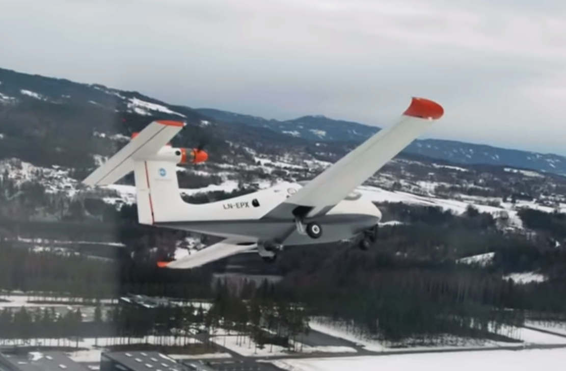 P2 Xcursion Amphibious hybrid aircraft First flight (1)