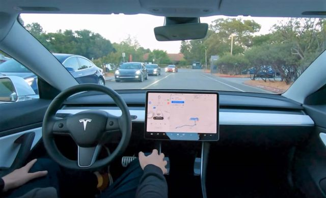 Tesla is working on a self-driving robotic taxi