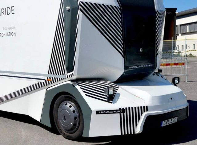 Driverless electric Einride T-Pod (2)