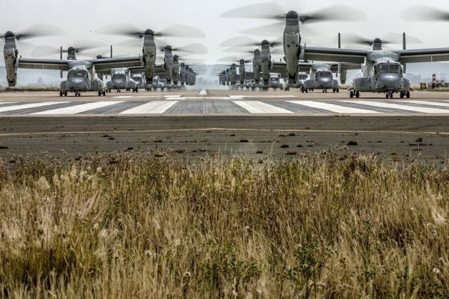 """41 helicopters in a massive """"Elephant Walk"""" formation (4)"""