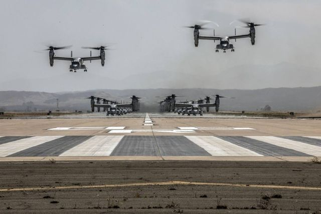 """41 helicopters in a massive """"Elephant Walk"""" formation (1)"""