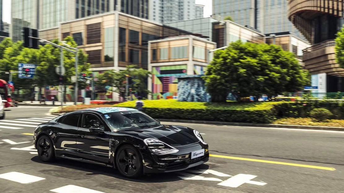 First Porsche Taycan (5)