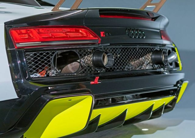 New Audi R8 LMS GT2 (2)