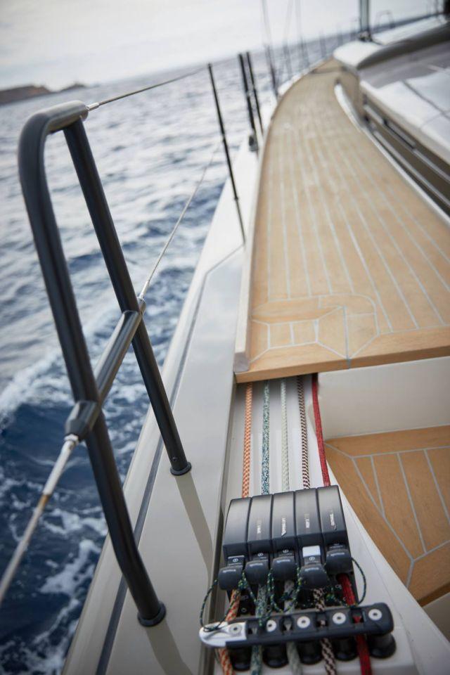 Y7 Sailing Yacht (4)