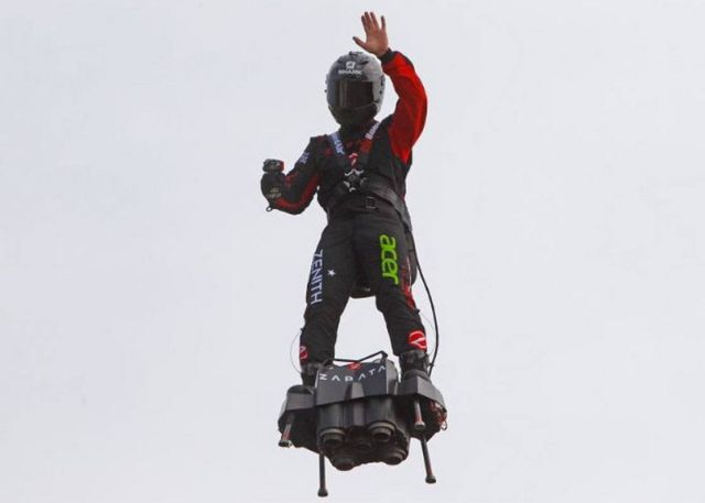 Francky Zapata on Flyboard (1)