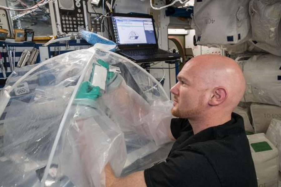Astronauts Mix Cement in Space