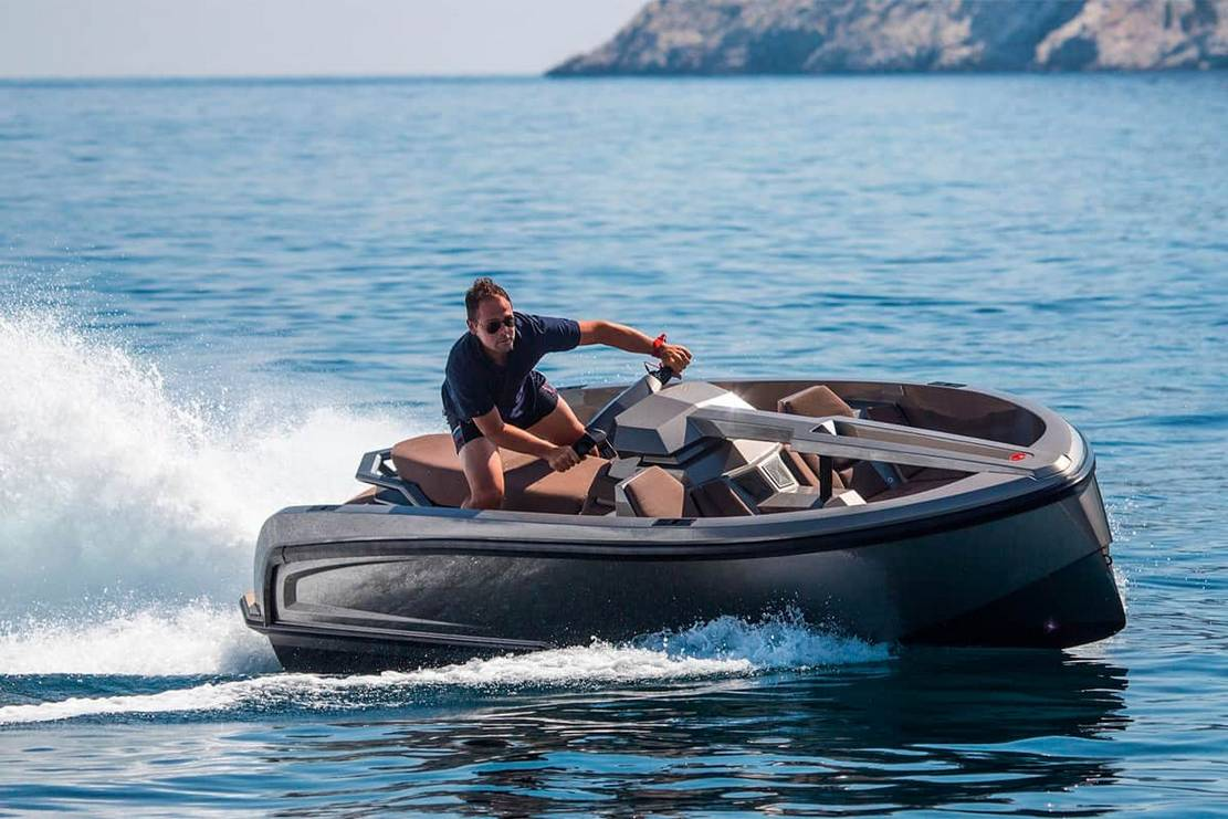 Vanqraft VQ16 is part water scooter and part speedboat