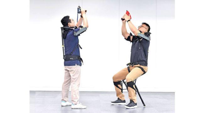Wearable Vest Exoskeleton for Mechanics (1)