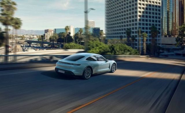 Porsche new Taycan 4S (8)
