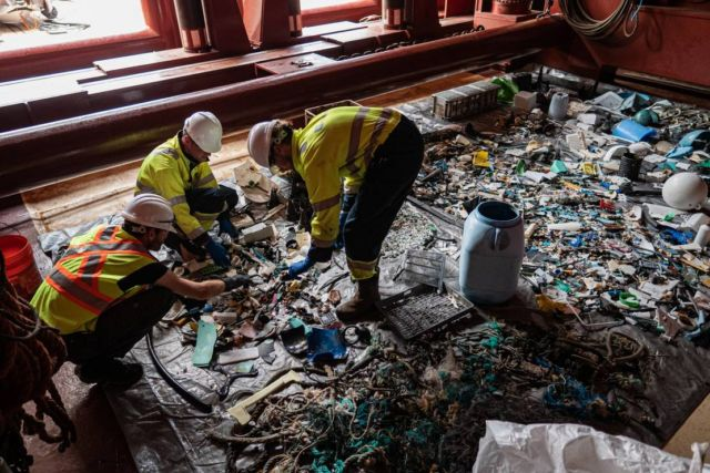 The Ocean Cleanup successfully catches Plastic (2)