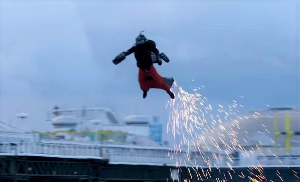 Watch Gravity Jet Suit pilot smash world speed record