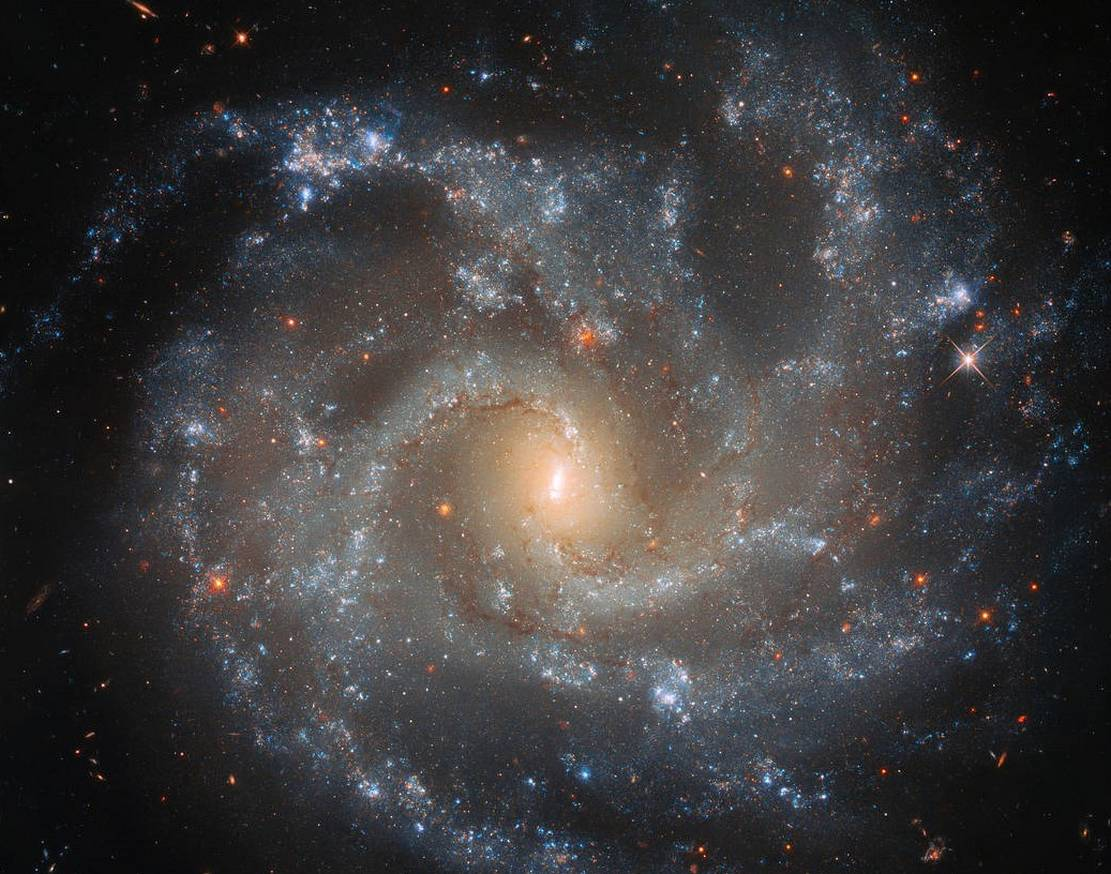 Dramatic Details of Galaxy NGC 5468
