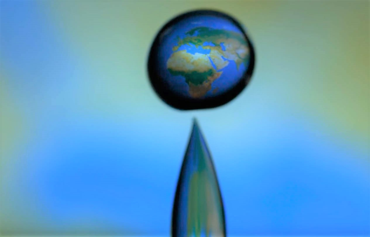 The Earth in a Macro Water Droplet