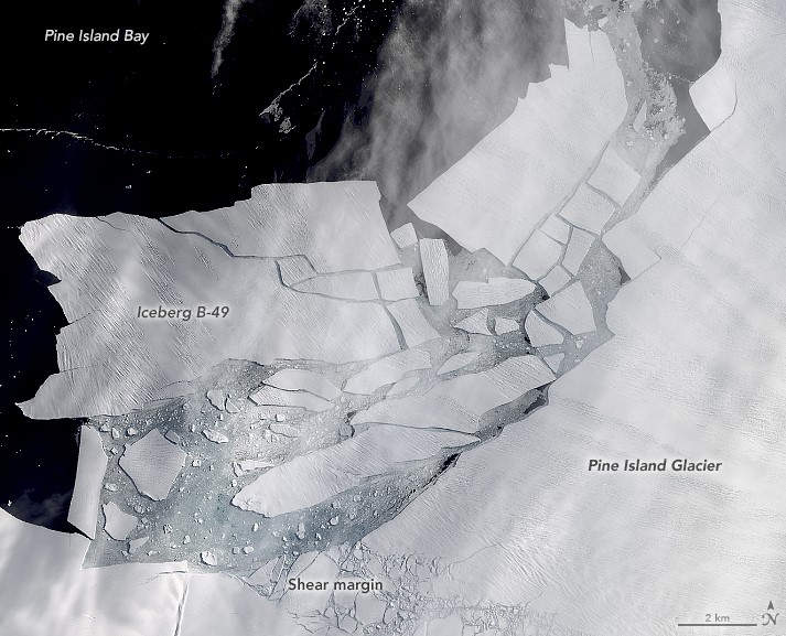 A Malta-sized Iceberg broke off Antarctica – video