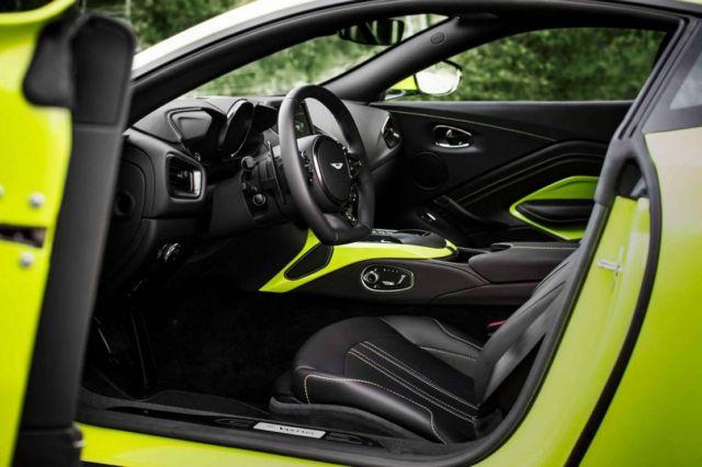 Aston Martin Vantage Roadster 2021 (3)
