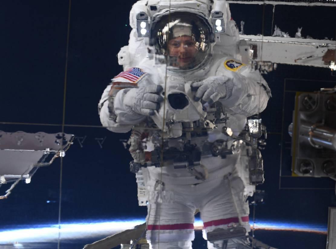 Astronaut Jessica Meir's Space Selfie (3)
