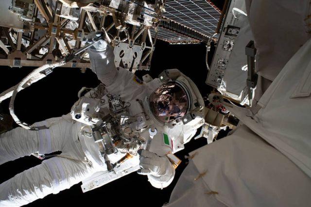 Astronaut Jessica Meir's Space Selfie (1)