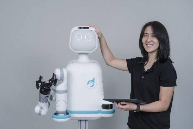 Moxi robot nurse (5)
