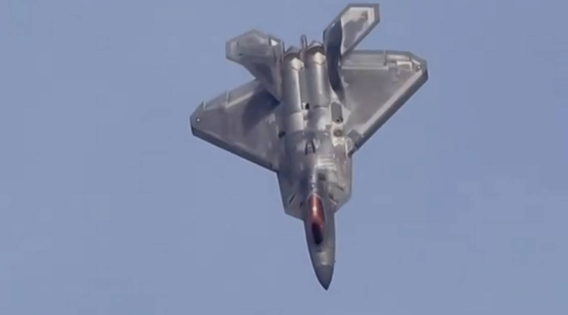 This is how Maneuverable an F-22 Raptor can be