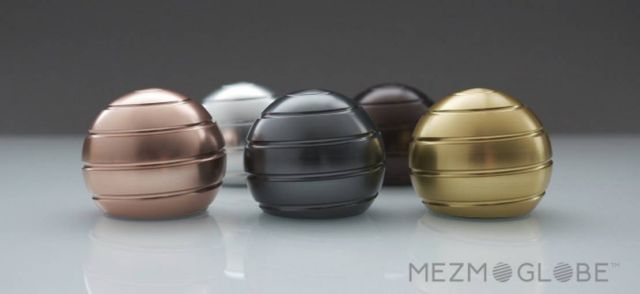 Mezmoglobe - Kinetic desk toy (3)