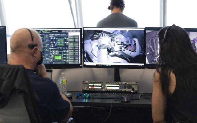 SpaceX Falcon 9 rocket control