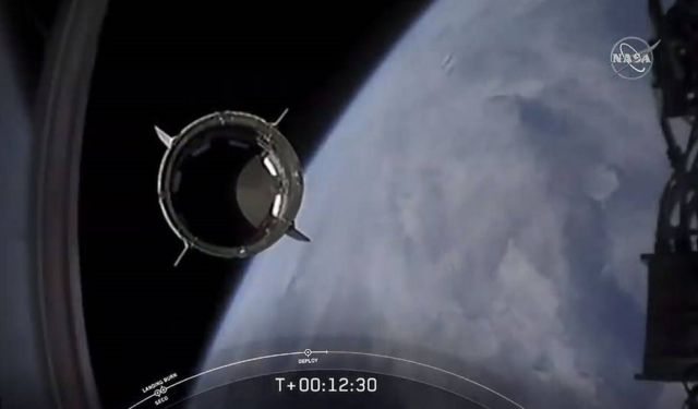 SpaceX's historic launch with 2 American astronauts succeeds (1)