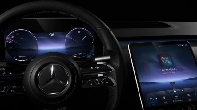 The Augmented Reality Head-up Display in New Mercedes S-Class (3)