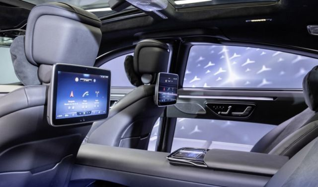 The Augmented Reality Head-up Display in New Mercedes S-Class (1)