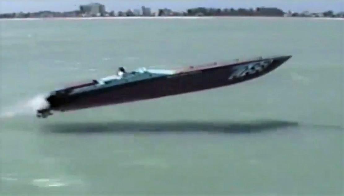 Flying Kaasra 41′ Apache Speedboat