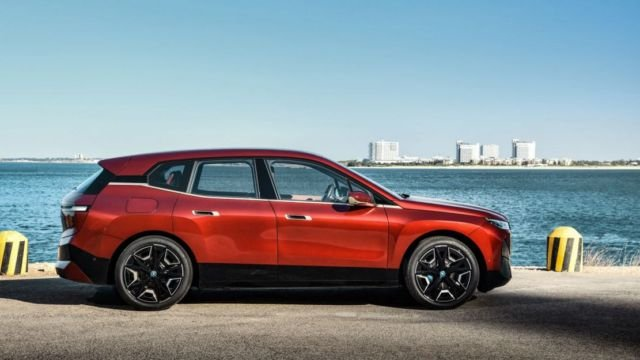 BMW iX electric crossover (5)