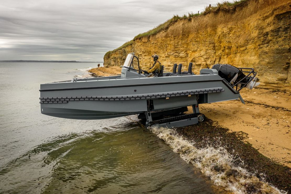 Iguana Pro Interceptor amphibious craft