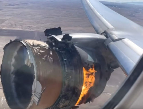 Plane Engine Explodes Mid-Flight – videos